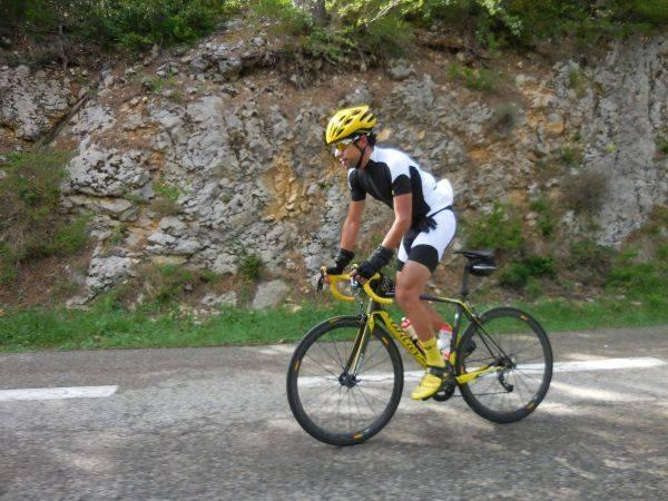 Omar Di Felice s'envole dès les premières pentes du Ventoux